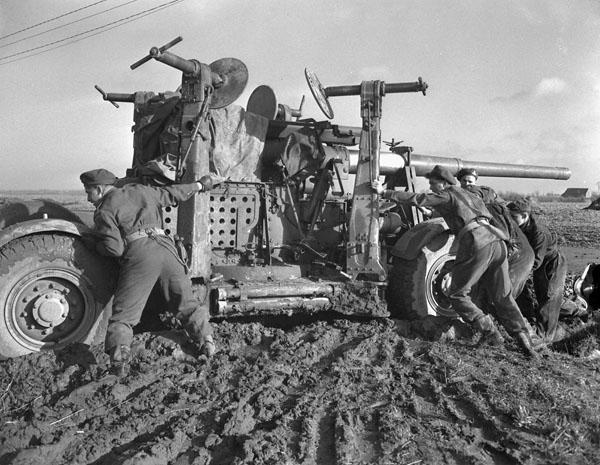 Photo of Anti-aircraft gun stuck in the mud
