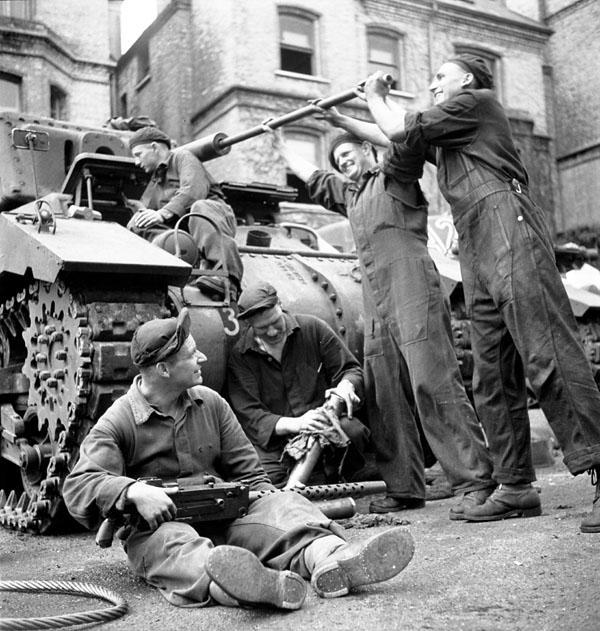 Photo of Servicing a Ram II Tank