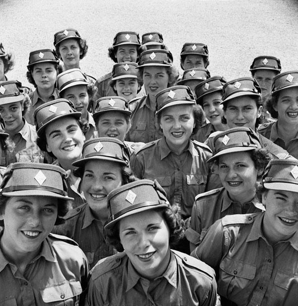 Photo of Women of the Canadian Army