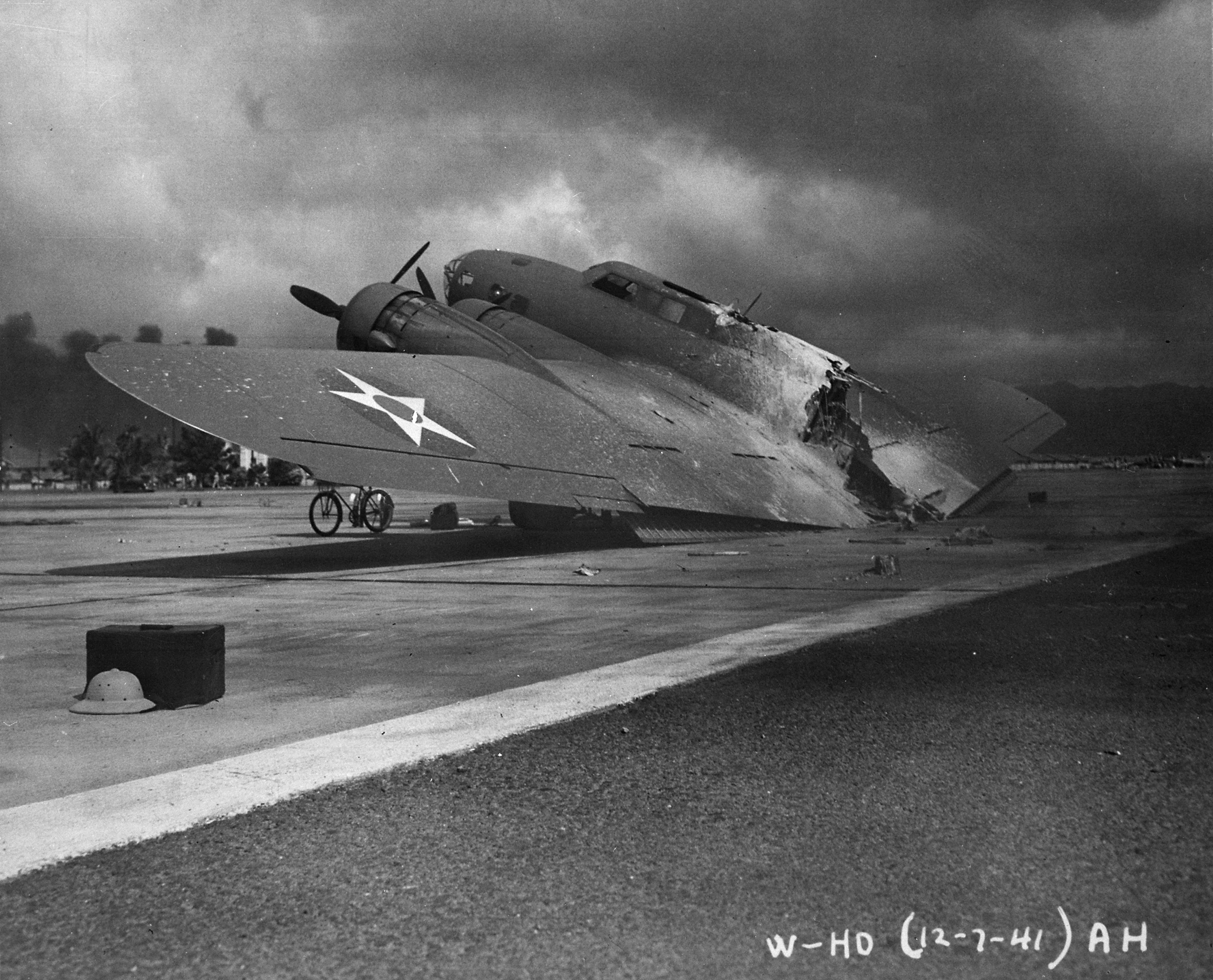 Photo of Wrecked B-17C