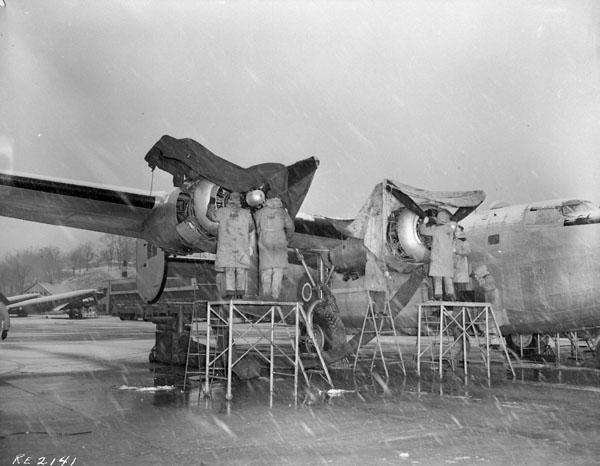 Photo of Servicing a Liberator VI