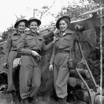 First nursing sisters to land in France