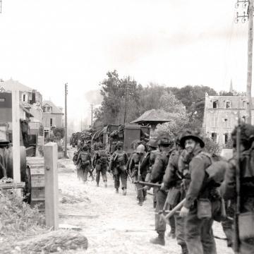 British troops advance inland