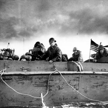 LCVP approaching normandy